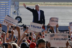 Candidat présidentiel Donald Trump Campaigns In Sacramento de GOP, Photos stock