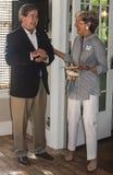 Candidato de Drew Edmondson Democratic al govenor de Oklahoma que ríe con su esposa imagen de archivo libre de regalías