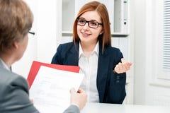 Candidato de trabalho que tem uma entrevista Imagens de Stock Royalty Free