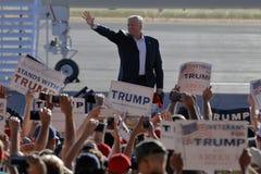 Candidato presidencial Donald Trump Campaigns In Sacramento del GOP, Fotos de archivo