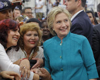 Candidato presidencial Hillary Clinton Campaigns em Oxnard, CA a fotografia de stock