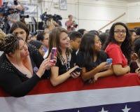 Candidato presidencial Hillary Clinton Campaigns em Oxnard, CA a Fotos de Stock