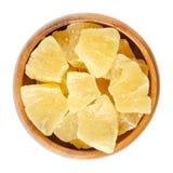 Candied ананас соединяет в деревянном шаре над белизной Стоковая Фотография