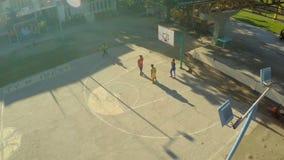 CANDIJAY, BOHOL, FILIPINAS - 20 DE NOVEMBRO DE 2015: A filipina caçoa o basquetebol do jogo Cidade de Anda Vistas aéreas Imagem de Stock Royalty Free