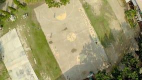 CANDIJAY, BOHOL, FILIPINAS - 20 DE NOVEMBRO DE 2015: A filipina caçoa o basquetebol do jogo Cidade de Anda Vistas aéreas Imagem de Stock