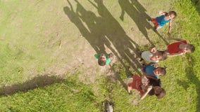 CANDIJAY, BOHOL, FILIPPINE - 20 NOVEMBRE 2015: Bambini nel villaggio filippino Isola di Bohol Viste aeree archivi video