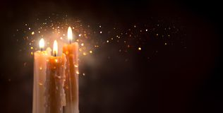 Free Candle Flame Closeup On A Dark Background. Candle Light Border Design. Melted Wax Candles Burning At Night Stock Photos - 135039083