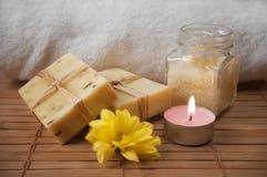candle kremowego kwiatu naturalnego obierania mydło Obrazy Stock