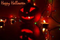 Candlelit Kürbis Kürbishalloweens A für Halloween Kerzen und Kürbis Schnitzen des geschnitzten furchtsamen Kürbiskopfes Ängstlich stockfotos