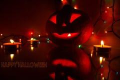 Candlelit Kürbis Kürbishalloweens A für Halloween Kerzen und Kürbis Schnitzen des geschnitzten furchtsamen Kürbiskopfes Ängstlich stockfoto