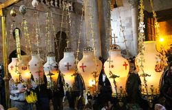 Free Candles And Pilgrims At The Stone Of Unction In The Church Of The Holy Sepulchre Stock Photos - 143455393