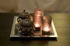 Candles o árabe na mesa de centro Imagens de Stock