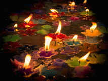 Candles on water, pray to the Buddha Royalty Free Stock Images