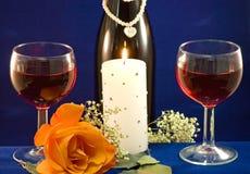 Candlight вина и подняло стоковые фото