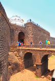 CANDOLIM, GOA, INDIA - 11 2015 APR: Antyczny fort Aguada i latarnia morska w Goa Obrazy Royalty Free