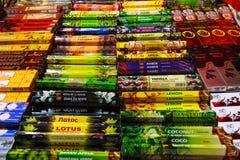 CANDOLIM, GOA, INDIA, 22 NOV. 2014: Assortiment van aromatische stokken stock foto