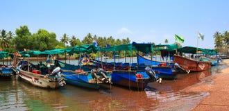 CANDOLIM GOA, INDIEN - 11 APRIL 2015: Anslutning för Sinquerim-Candolim fartygägare i Goa, Indien Royaltyfri Foto