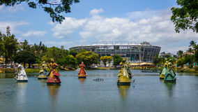 Candomble传统非洲圣徒Orixas雕象在竞技场丰泰新星体育场前面的在Dique做托罗罗-萨尔瓦多,巴西 免版税图库摄影