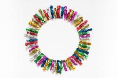 Candy ha colorato gli involucri su un fondo bianco Fotografia Stock Libera da Diritti
