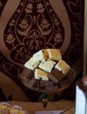 Candybar avec du chocolat blanc et noir Image libre de droits
