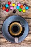 Candys i kawa espresso Zdjęcia Royalty Free