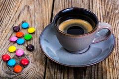Candys och espresso Arkivbild