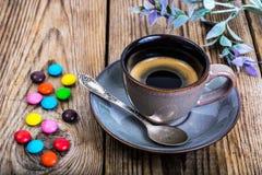Candys och espresso Arkivbilder