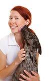 Cane che lecca la guancica della donna fotografia stock libera da diritti