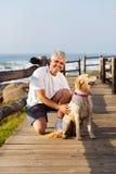 Cane dell'uomo senior Fotografia Stock Libera da Diritti