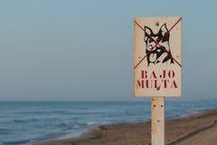 cane della spiaggia nessun segno Immagini Stock