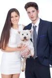 Cane di animale domestico sicuro delle giovani coppie Immagine Stock