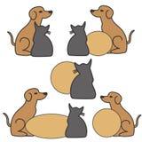 Cane e gatto con l'insegna Fotografie Stock Libere da Diritti