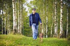 Cane e proprietario Immagine Stock