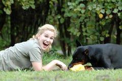 Cane e ragazza Fotografia Stock Libera da Diritti