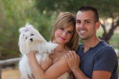 Cane maltese dell'animale domestico della famiglia fotografia stock libera da diritti