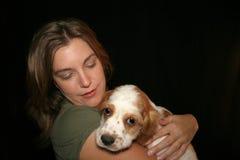 Cane Petting della donna Fotografie Stock