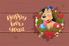 Cane sveglio 2018 dell'insegna del buon anno in Garland On Wooden Textured Background royalty illustrazione gratis