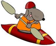 Cane in un kajak rosso Fotografia Stock Libera da Diritti