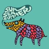 Cane variopinto con l'insegna di estate del mare del sole Immagini Stock Libere da Diritti
