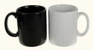 Caneca cerâmica preto e branco imagens de stock