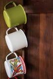 Caneca colorida do zinco do vintage fotografia de stock