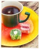 Caneca com café e doces Foto de Stock Royalty Free
