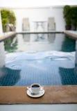 Caneca de café com associação Fotografia de Stock Royalty Free