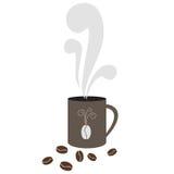 Caneca de café com os feijões do vapor e de cacau Fotos de Stock Royalty Free