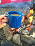 Caneca de café da fogueira Foto de Stock