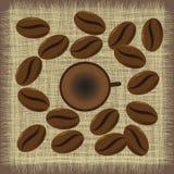 Caneca de café do menu com feijões de café Foto de Stock Royalty Free