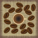 Caneca de café do menu com feijões de café Foto de Stock