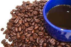 Caneca de café dos feijões de café Fotografia de Stock
