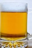 Caneca de cerveja clara fresca na madeira Imagem de Stock Royalty Free