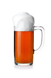 Caneca de cerveja isolada no fundo branco Foto de Stock Royalty Free